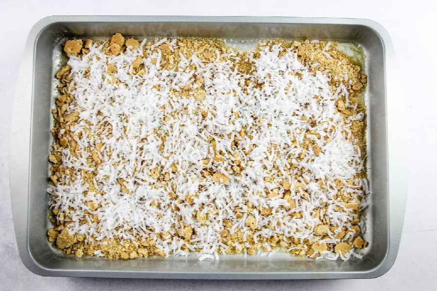 Graham Cracker Cookie Bars, with or without coconut, has a graham cracker crust that topped with layers of ingredients. #hellodolly #7layerbars