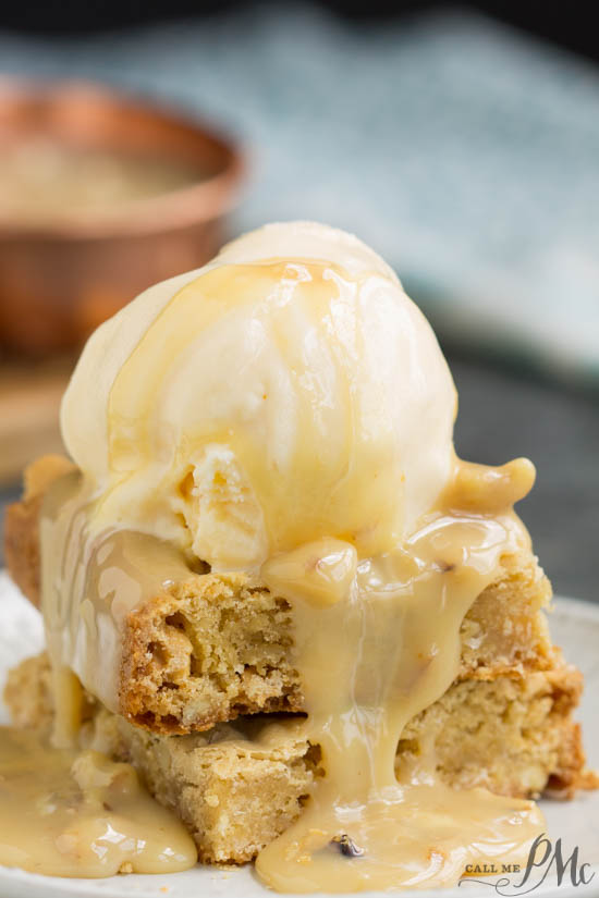 White Chocolate Walnut Blondies a rich & decadent copycat recipe from Applebee's restaurant chain. It's full of chocolate chunks, walnuts and coconut. #blondies #walnuts #brownies #recipe #dessert #chocolate #whitechocolate #easy via @pmctunejones