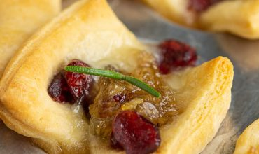 BAKED CRANBERRY BRIE BITES