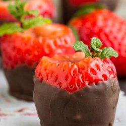 Novelty Chocolate Covered Strawberry Shooters with edible shot glass is perfect for your next party or a night in! #cocktails #happyhour #strawberries #tequila #tequilashot #drinks #easy #recipe #chocolate