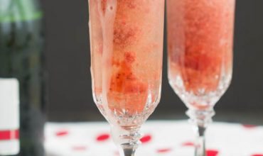 Refreshing Strawberry Fizz Cocktail
