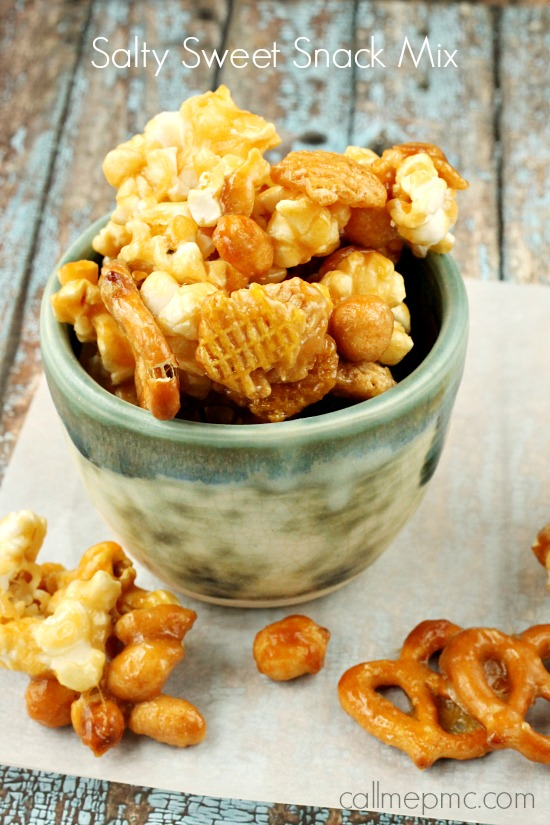 Buttery and sweet with a crispy and crunchy texture my homemade Salty Sweet Caramel Snack Mix is perfect for snacking on yourself or sharing as a gift! #popsorn #caramel #peanuts #snack #snackmix via @pmctunejones