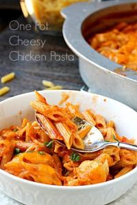One Pot Cheese Chicken Pasta Manwich