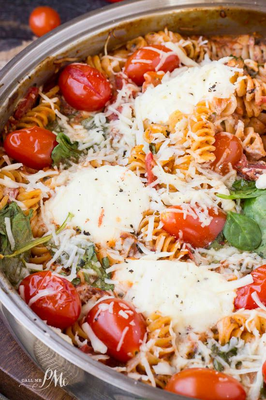 One Pan Spinach Cheese and Fire Roasted Tomato Pasta is just plain good eatin'! Pasta and cheese, the epitome of comfort food. #OnePanPronto –#ad