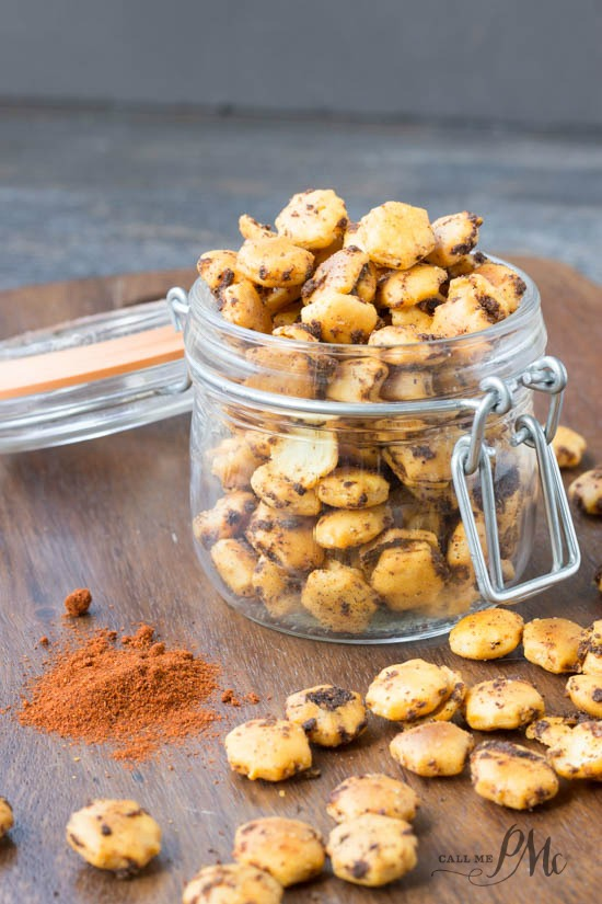 Spicy Taco Oyster Crackers recipe -These snack crackers are buttery, crispy and spicy. Spicy Taco Oyster Crackers are perfectly seasoned with butter, chili powder, and taco seasoning.