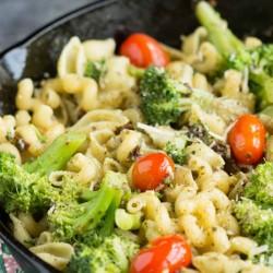 20 Minute Stovetop Sun Dried Tomato Broccoli Pesto Pasta