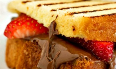 Nutella Strawberry Grilled Pound Cake Sandwiches