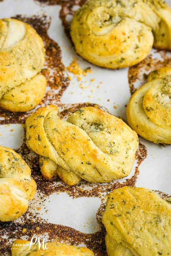 Parmesan Garlic Knots Recipe is flavorful, soft, buttery little bites of heaven that starts with pre-made dough. Simple, delicious and loaded with flavor! #bread #recipe #garlic #quick #easy #garlicknots #easyrecipe #crescentrolls #noyeast