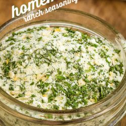 Homemade Ranch Seasoning Recipe is a multipurpose seasoning that's easy to make from scratch. Add that fresh herb flavor to any meat or vegetable without having a creamy base of a salad dressing. #mix #ranch #hiddenvalley #homemade #recipe #seasoning #dry #salad