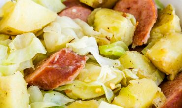 20-MINUTE SAUSAGE CABBAGE AND POTATOES