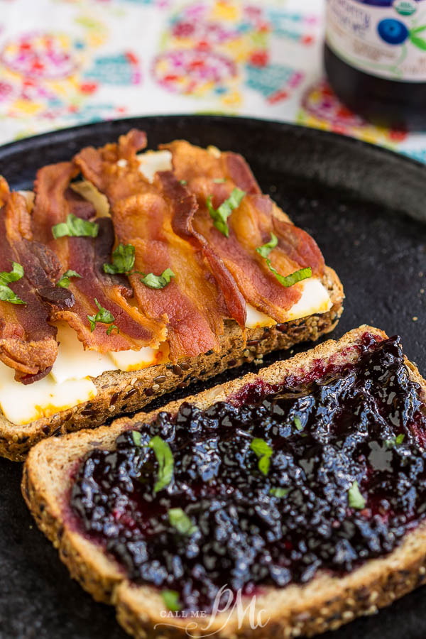 You can whip this Blackberry Bacon Grilled Cheese together in just a few minutes and it tastes like heaven! #grilledcheese #cheese #bread #sandwich #blackberry #lunch #easy #easymeal #quickmeal #family
