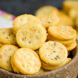 The perfect snackable treat, Cheesy Ranch Ritz Bits are seasoned with ranch seasoning, red pepper, and garlic. #ritzbits #snack #recipe #crackers #firecrackers #ranch