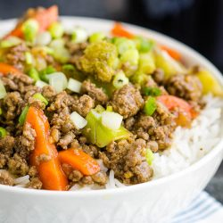 Ground Beef Teriyaki Bowl is super easy, delicious, and healthy meal that easily fits into meal prepping plans and low carb diets. #mealtprep #recipe #teriyaki #bowl #easy #quick #20minutemeal #rice #groundturkey #turkey #healthy #asian