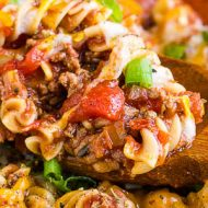 Old Fashioned Goulash Recipe is an American classic recipe of hamburger meat, tomato sauce, and pasta. #pasta #goulash #Americanchopsuey #chopsuey #beef #hamburgermeat #hamburger #tomatosauce #cheddar #macaroni #easy #familyfavorite #recipe