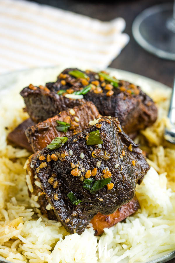 Balsamic Braised Short Ribs, you can't go wrong with short ribs braised in balsamic vinegar cooked until they fall off the bone! #balsamic #shortribs #recipe #dinner #entree #beef