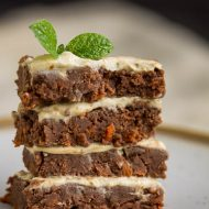 HEALTHY NO-BAKE CARROT CAKE BARS
