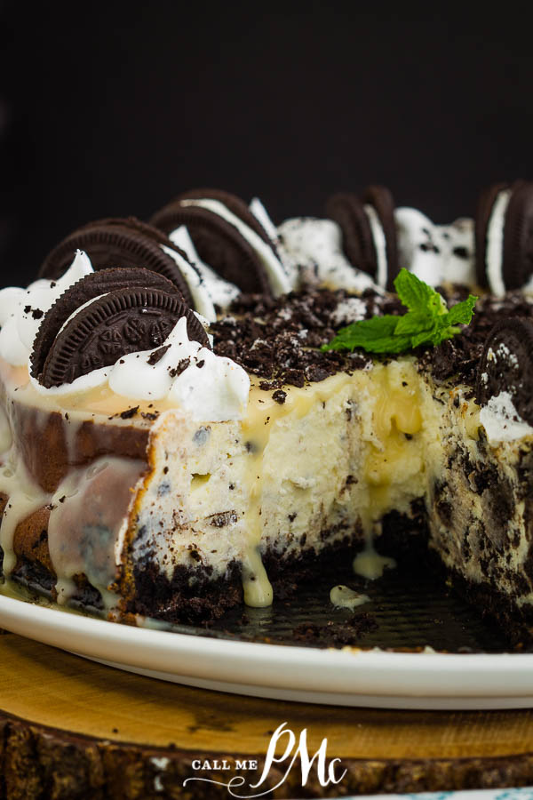 Cheesecake Factory Oreo Cheesecake recipe combines a perpetually favorite cookie and an elegant cheesecake into one sumptuous dessert! #baking #dessert #recipe #Oreo #cheesecake